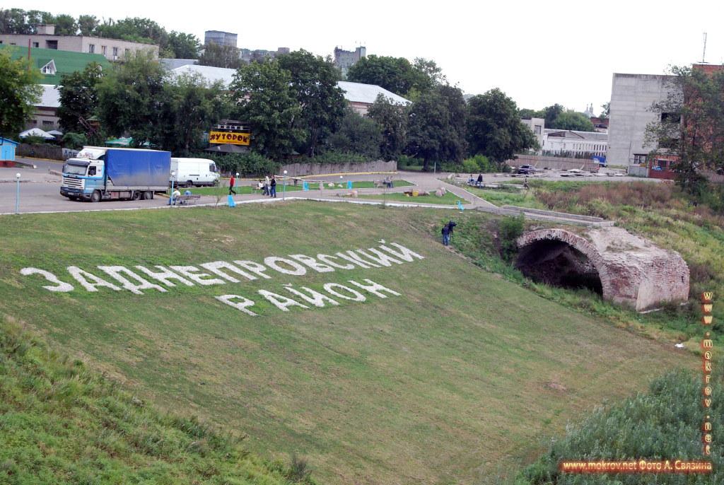 Город Смоленск с фотокамерой прогулки туристов