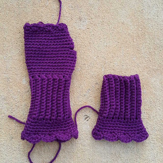 A future pair of crochet Victorian texting gloves takes shape