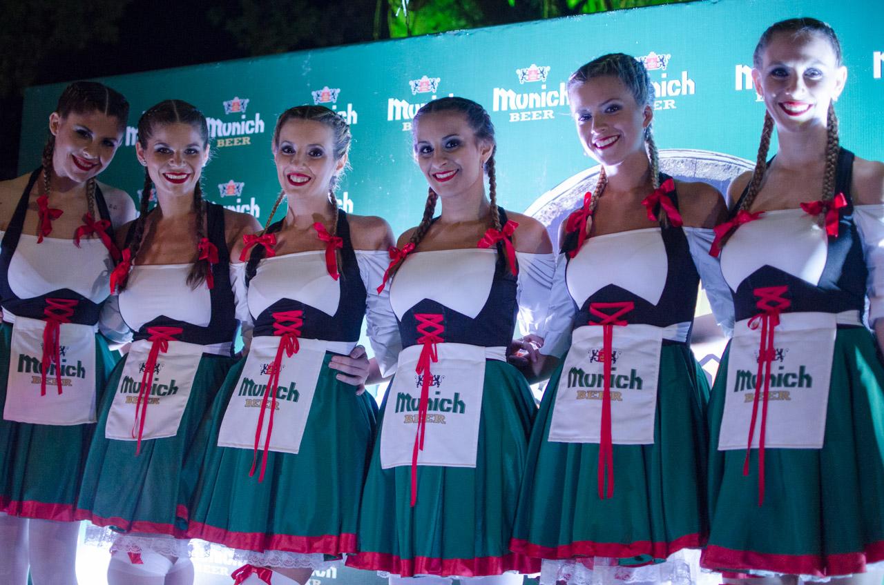 Las promotoras de la marca oficial que trajo el Club Alemán de Obligado para la edición 44 del ChoppFest. (Elton Núñez).