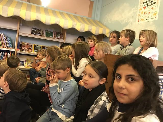 1ste en 2de leerjaar Windekind bezoekt de bibliotheek tijdens de voorleesweek.