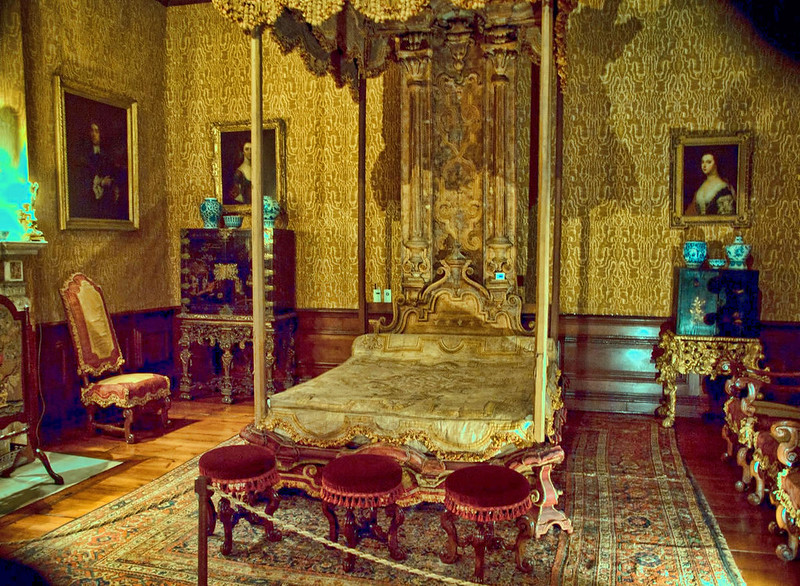 Bedroom at Dyrham Park Mansion, Gloucestershire. Credit Anguskirk, flickr