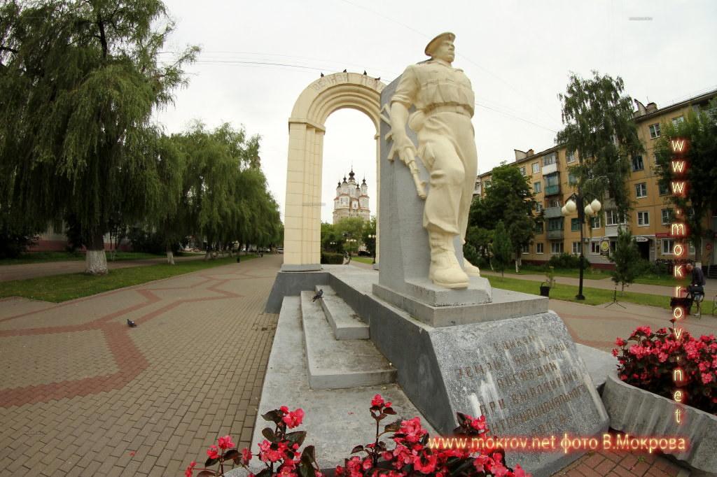 В сквере перед церковью Космы и Дамиана в городе Калуга 2 августа 1999 года был установлен памятник воинам-интеранционалистам, погибшим в ходе Афганской и Чеченской войн, а также участвовавшим в ликвидации международных военных конфликтов.