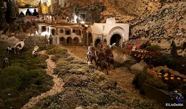 El Regimiento de Transmisiones nº 22 de Burgos monta el Belén 10