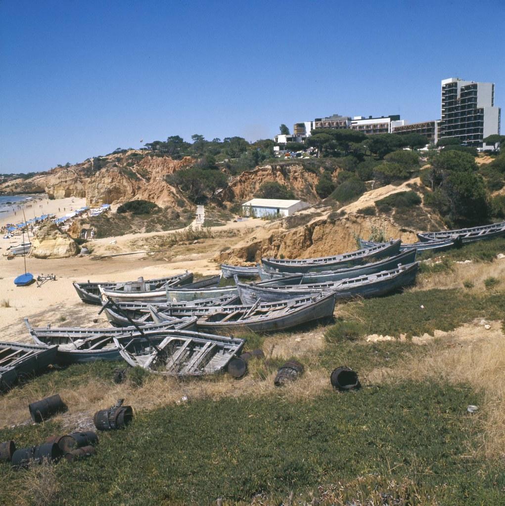 Algarve em fim de tradição, Praia da M.ª Luísa (A. Pastor, 198…)