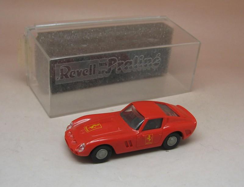 NEUF PIN/'S BIJOU PRALINE HO 1//87 FERRARI GTO DORE OR METAL IN BOX NEUF