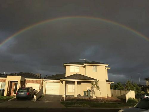 这周某天跑步时,突然下起了太阳雨,然后见到了彩虹。