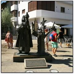 Escultura a la Virgen de la Encina, Ponferrada (León, España)