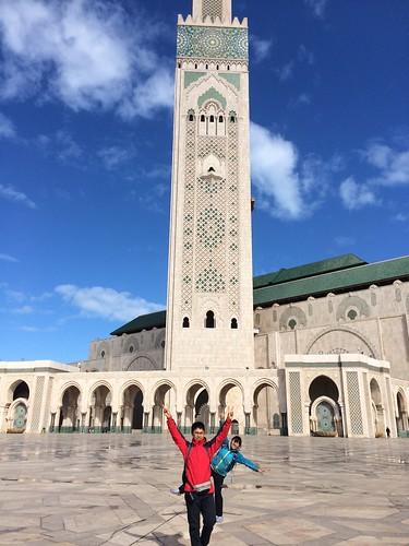 モロッコでいちばん高いモスクを前にあほになる