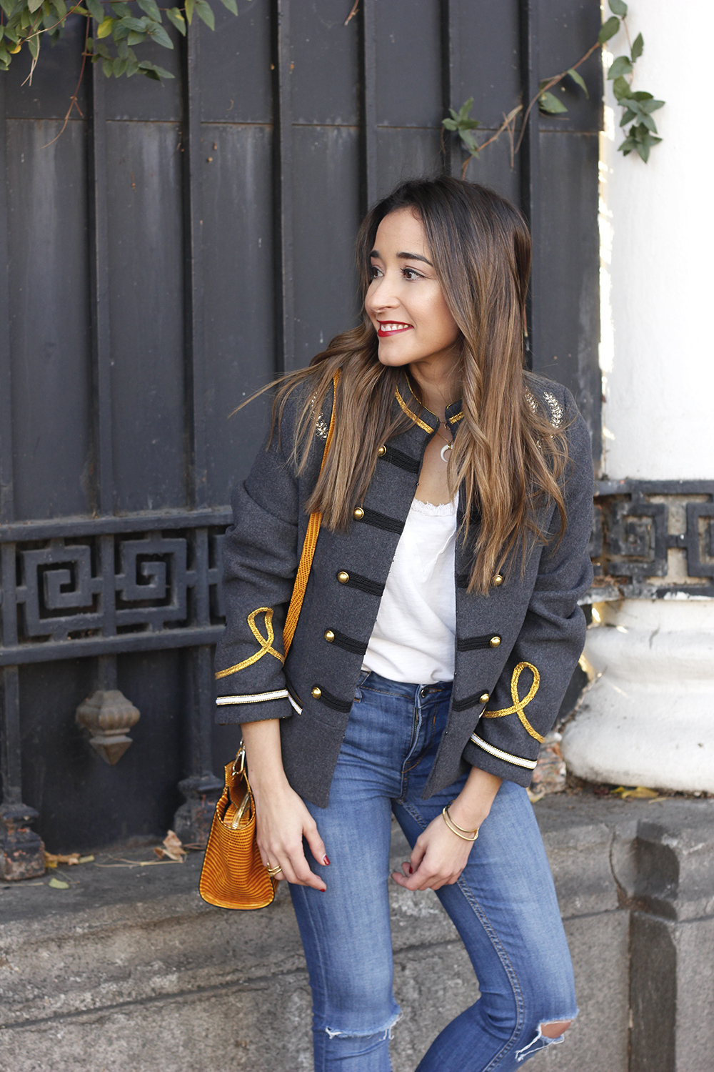 military gray jacket ripped jeans mustard uterqüe bag nude heels fall outfit fashion05