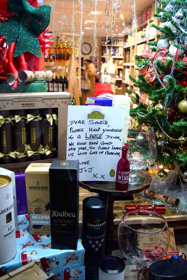 Wine Merchant Christmas Windows, Canterbury #christmas