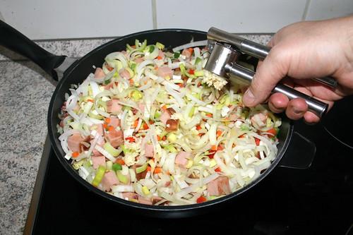 40 - Knoblauch dazu pressen / Squeeze & add garlic