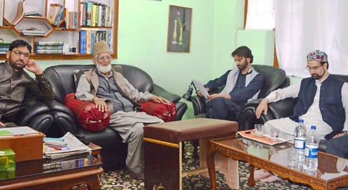 Mirwaiz-Geelani-Malik-hold-meeting-e1467135175686-701x383