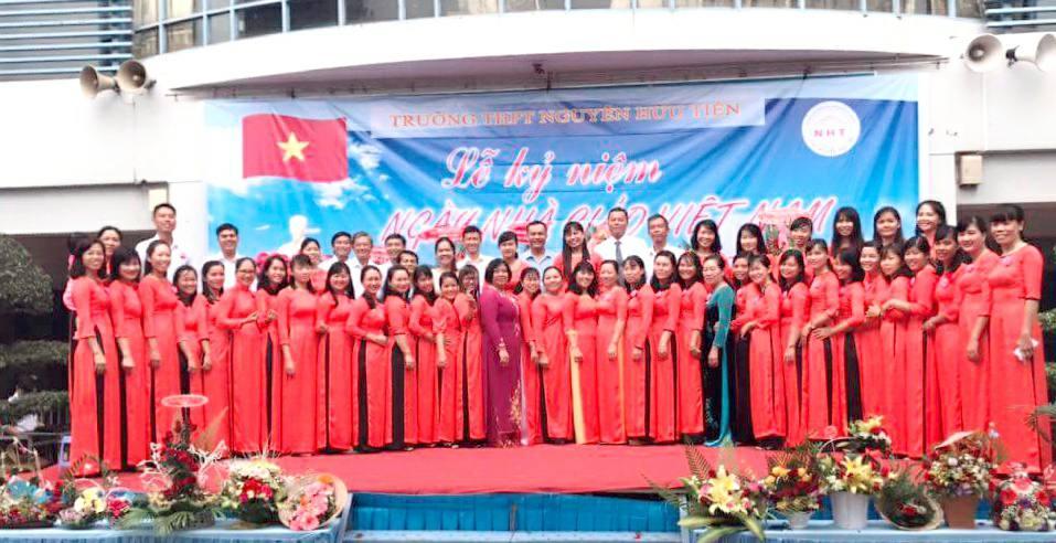 Trường THPT Nguyễn Hữu Tiến tổ chức lễ hội 20/11/2017