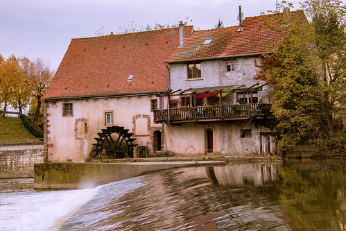 Ancien moulin à grains de Sarreinsming et sa roue à aube.