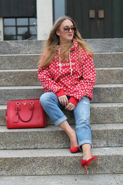 red-sweater-and-accessories-whole-outfit-front-wiebkembg