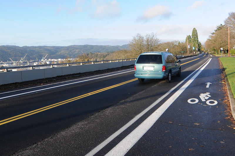 New striping on N Willamette Blvd-6.jpg