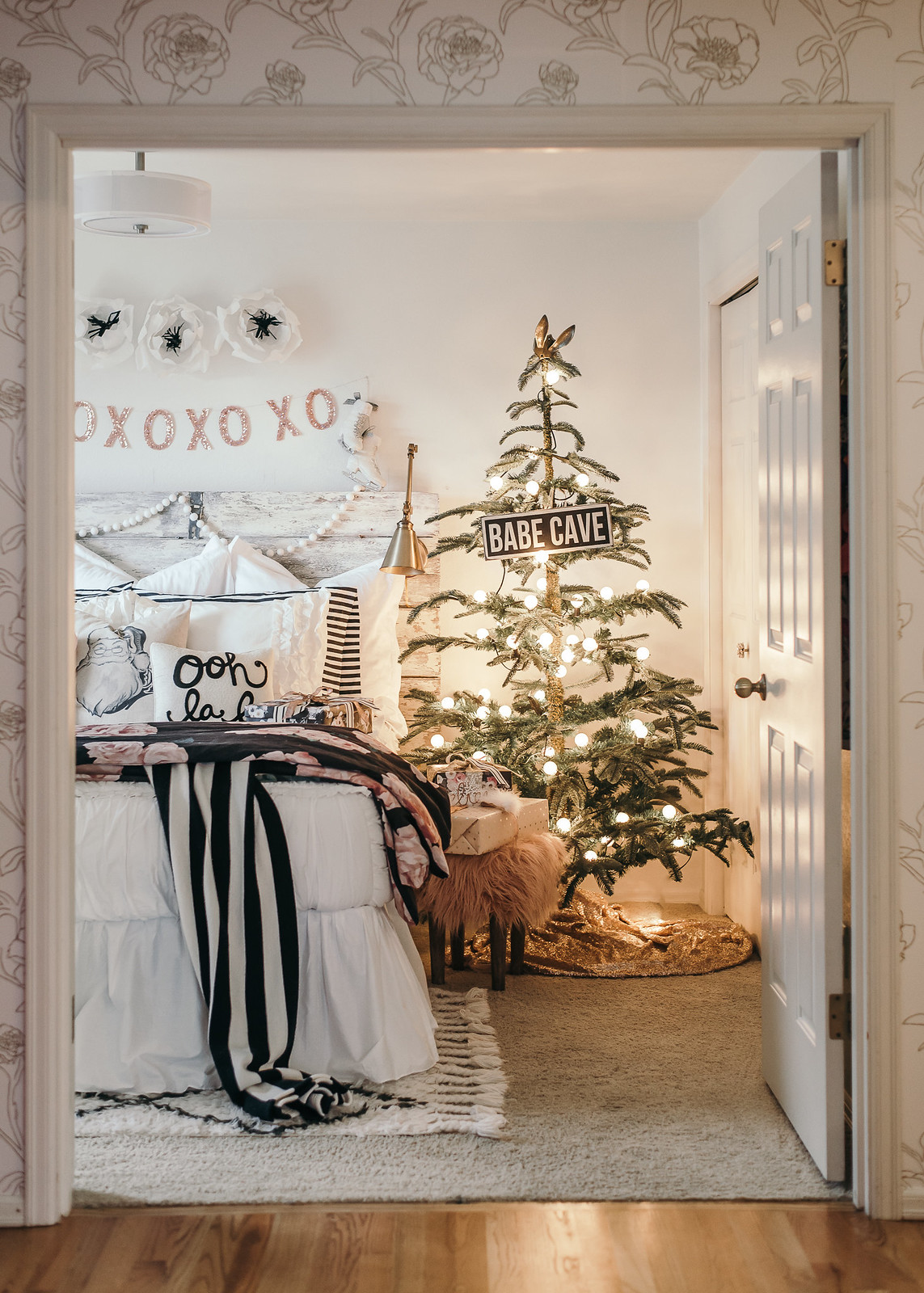 White Christmas Girls Bedroom Decorations