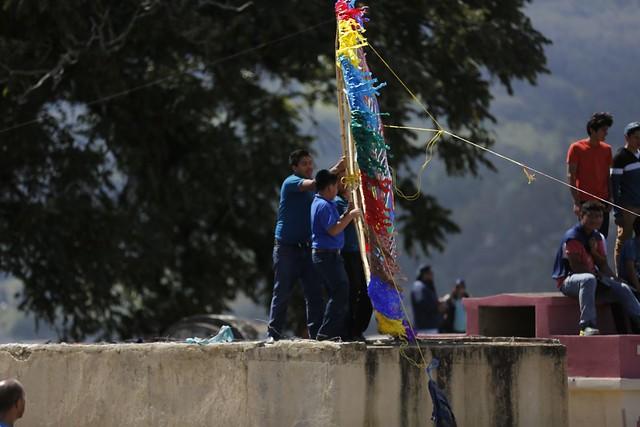Barriletes Gigantes lanzan mensajes a las alturas en Santiago Sacatepéquez
