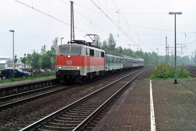 DB 111 147-5 in Diepholz op 29-4-2000 (SCAN)