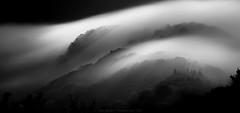 Cascada de niebla ByN