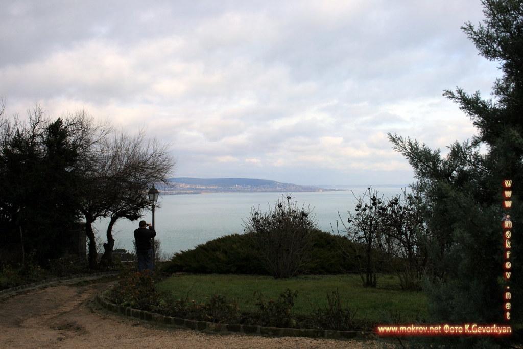 Полуостров Тихани — Венгрии прогулки туристов с Фотоаппаратом