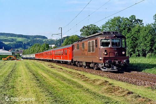 Re 4/4 Nr. 188 BLS mit Extrazug bei Hasle-Rüegsau, P9187066-1