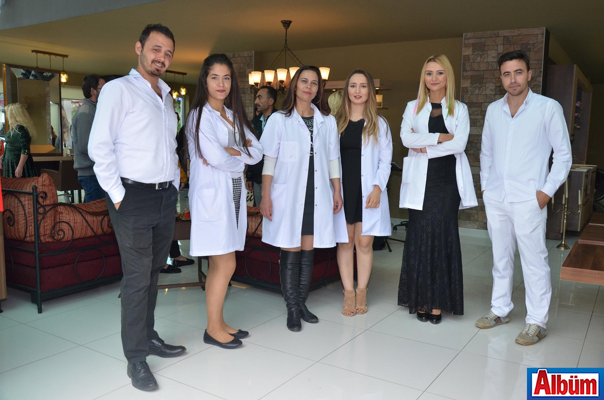 Bülent Erkol Güzellik Salonu ekibi Albüm'e poz verdi.