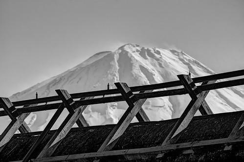 西湖 西湖いやしの里根場 saiko iyashinosatonenba yamanashiprefecture yamanashi japan roof japanesearchitecture architecture gashuku strawroof thatchedroof wood mtfuji fuji fujisan mountain outdoor snow snowtop sky day 3xp raw sony nex6 sel55210 photomatix hdr qualityhdr qualityhdrphotography fav100
