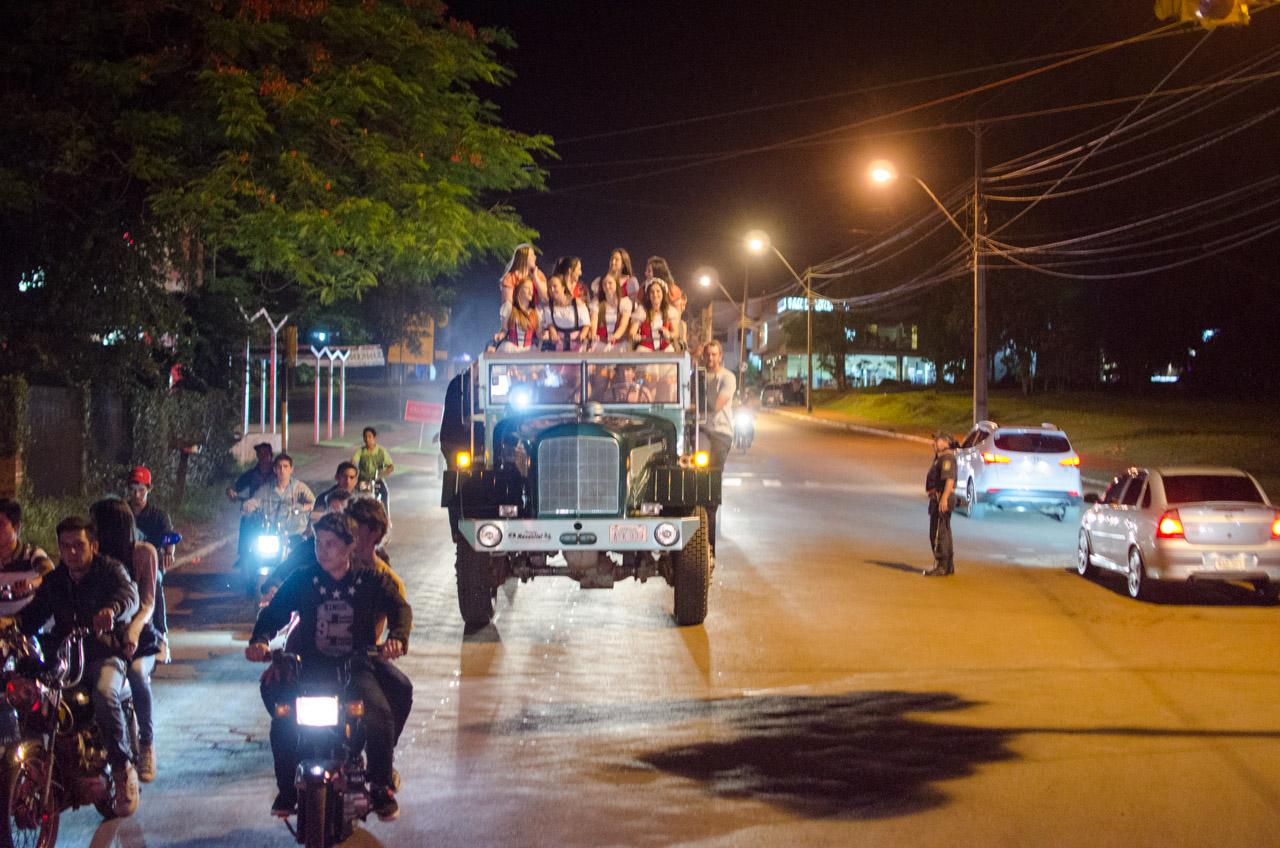 En el Distrito de Obligado, un día antes del ChoppFest, la comisión organizadora recorre las calles en una caravana musical, anunciando el comienzo de la fiesta. (Elton Núñez).
