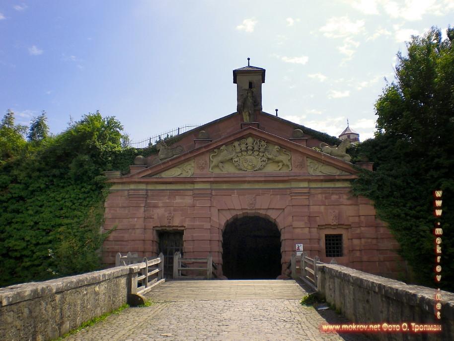 Город Вюрцбург прогулки туристов с фотокамерой