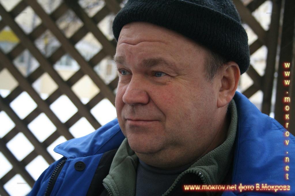 Олег Дурыгин в роли водителей скорой помощи. В телесериале «Страна 03».