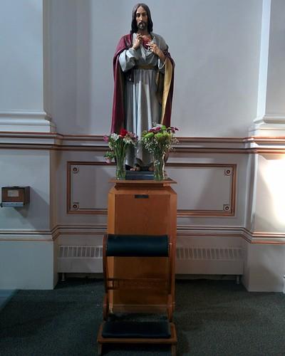 Jesus #toronto #sherbournestreet #ourladyoflourdes #churches #romancatholicism #jesus #statue #latergram