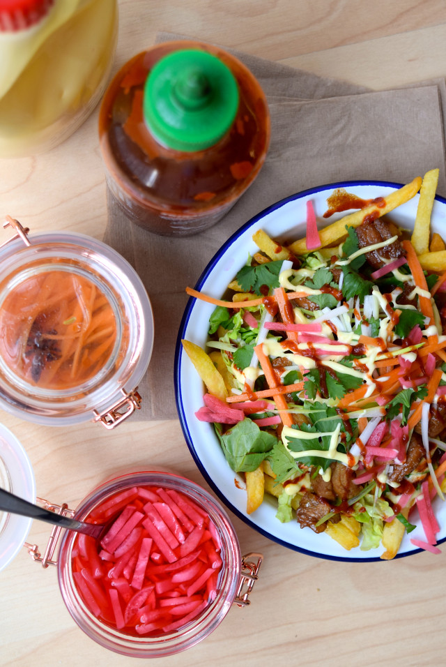Vietnamese-style Banh Mi Street Fries #fries #chips #vietnamese #banhmi #pork #streetfood #loadedfries #pickles | www.rachelphipps.com @rachelphipps