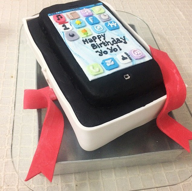 iPhone Themed Birthday Cake by Ashika Fernando of Cake Gallery