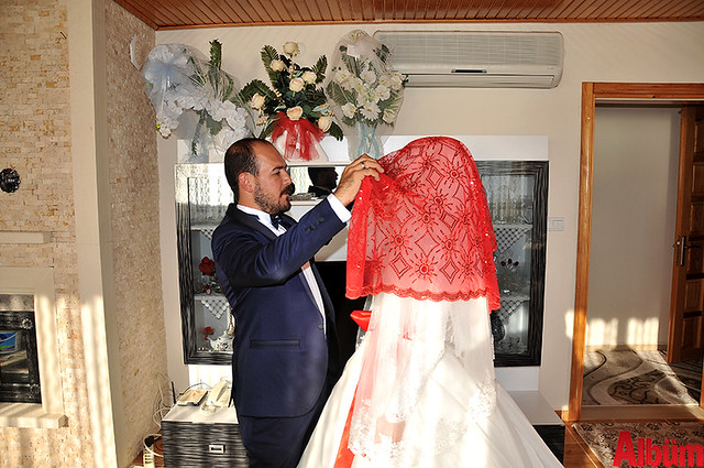 Çiftin Kına Gecesi'nde de birbirinden güzel görüntüler kaydedildi.