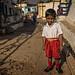 BADAMI : ENFANT À LA CULOTTE ROUGE
