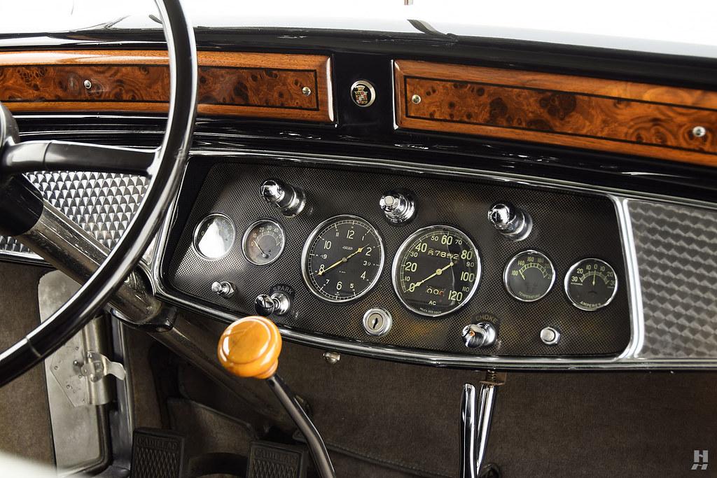 30006_H Cadillac Series 452 Fleetwood 452CI V16 3SPD Limousine_Black Silver