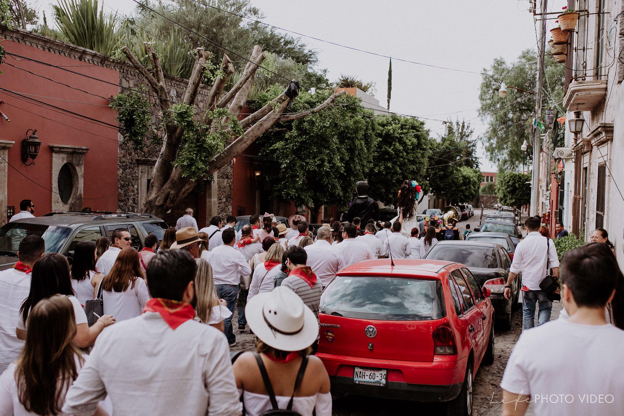 SanMigueldeAllende_Wedding_Callejoneada_Vaquillada_0058