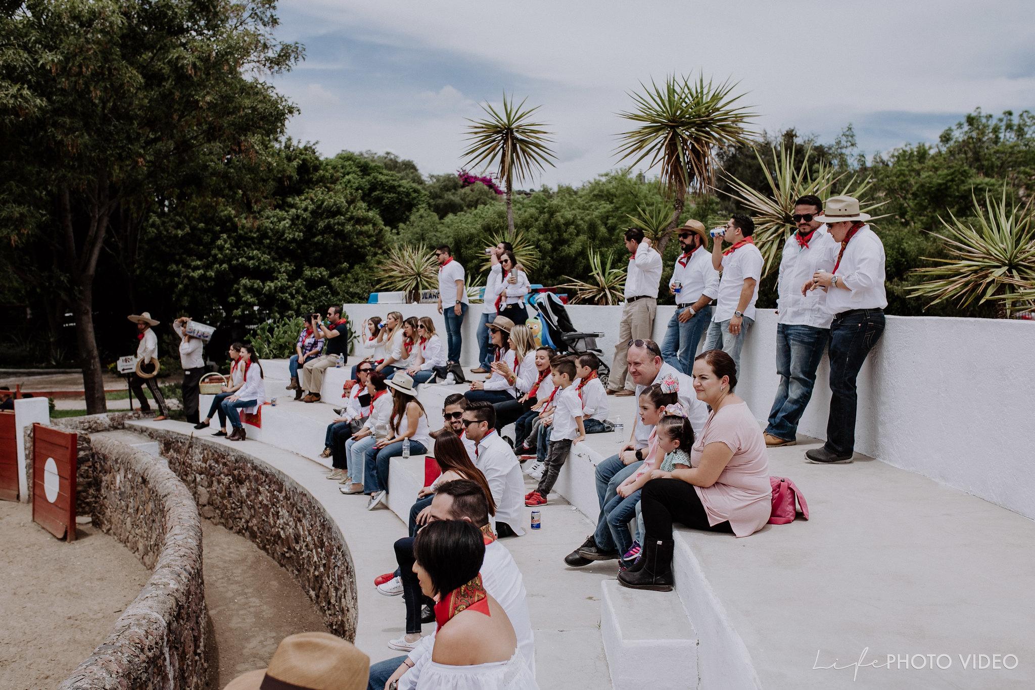 SanMigueldeAllende_Wedding_Callejoneada_Vaquillada_0015