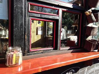 Lviv'de bir kahveci ve kavanoz