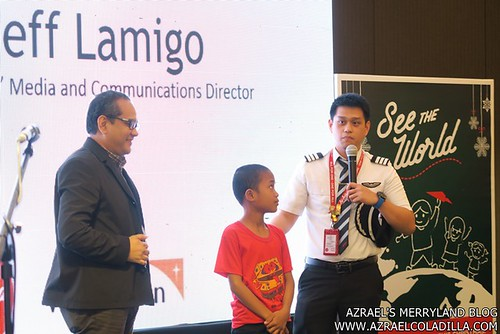 AirAsiaXWorldVision Sponsored child with his idol captain