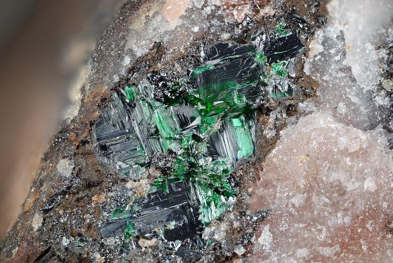 緑マンガン鉱 / Manganosite