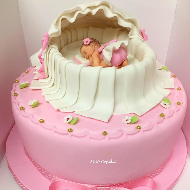 Cake by Aalee's Cupcakes