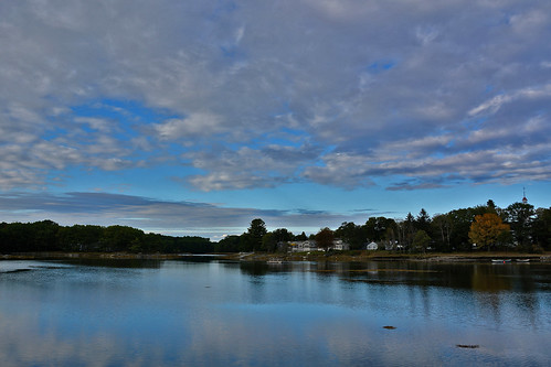 travel roadtrip maine kennebunkport usa woods forest water river sky trees landscape waterside housing colours pastel blue clouds bluesky