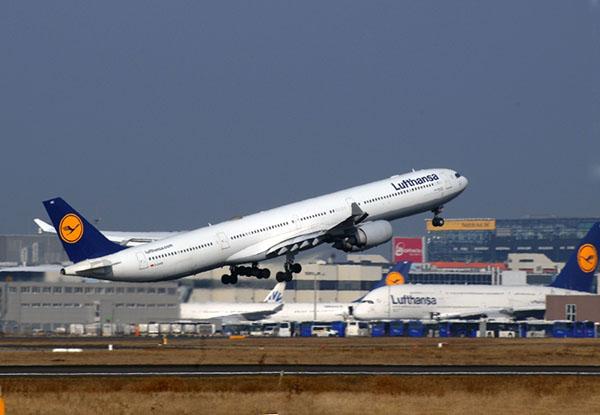 Lufthansa A340-600 despegando en FRA (Lufthansa)