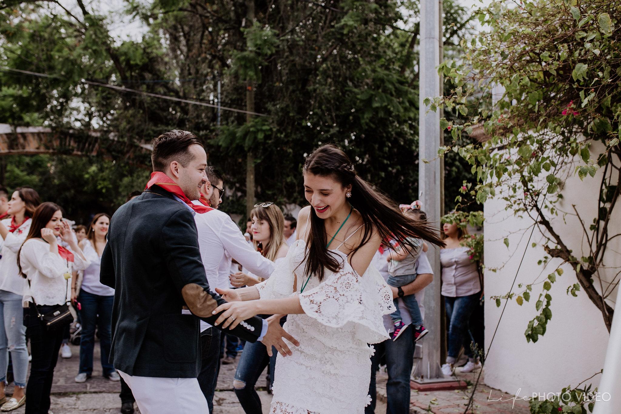 SanMigueldeAllende_Wedding_Callejoneada_Vaquillada_0052