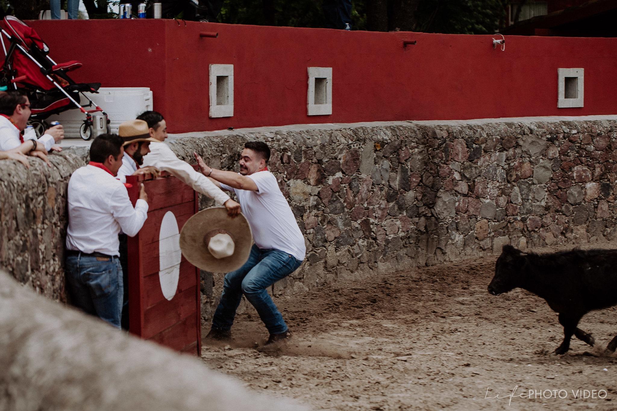 SanMigueldeAllende_Wedding_Callejoneada_Vaquillada_0026