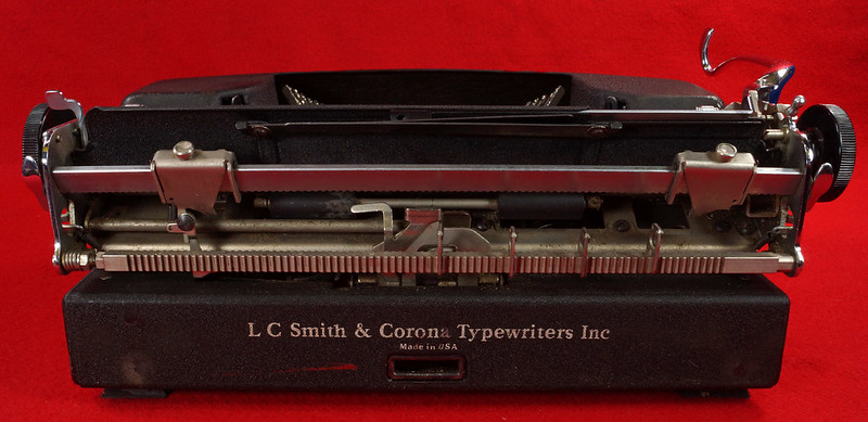 RD14821 Vintage 1945 Smith Corona Portable Sterling Floating Shift Typewriter with Case, Key & Manuals SN 4A104053 DSC02923