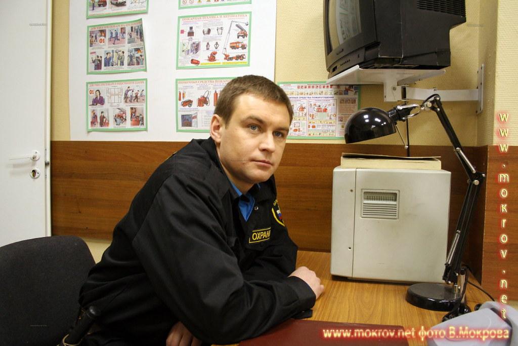 Виталий Ходин - Витя, охранник. В телесериале «Страна 03».
