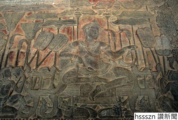 IMG_5133relief-Suryavarman-II-on-naga-shaped-throne_600_405